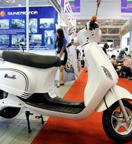 Xe điện giống hệt Vespa giá hơn 20 triệu tại Việt Nam
