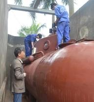 ẢNH ẤN TƯỢNG: Chuyển tàu ngầm Trường Sa từ bể ra hồ thử nghiệm