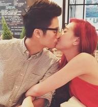 Những nụ hôn ngọt ngào của hot girl Việt trong năm qua