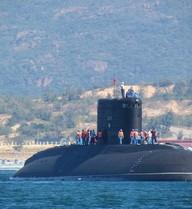 """Tàu ngầm Kilo Hà Nội đã """"bơi"""" vào cảng Cam Ranh an toàn"""