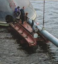 Tàu ngầm Kilo nạp tên lửa, tiêu diệt tàu đối phương