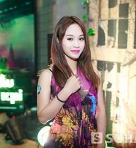 Hot girl Nhật ký Vàng anh táo bạo mặc váy mỏng tang