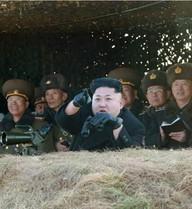 """Kim Jong-un """"dạy"""" quân đội bí quyết đánh chìm tàu sân bay Mỹ"""