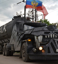 """""""Đội cận vệ Putin"""" đưa """"cỗ máy kỳ quái"""" tới Donbass"""