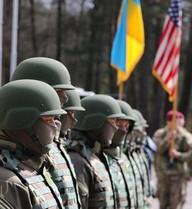 """Ly khai Ukraine can: Đừng để Mỹ làm """"gấu quản lý vườn nuôi ong"""""""