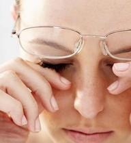 9 thói quen phổ biến gây hại cho mắt