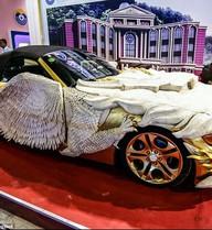 Choáng với xe hình rồng dát vàng và xương bò  trị giá hàng triệu USD