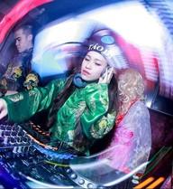 DJ Tít sành điệu khi hóa thân thành Táo DJ