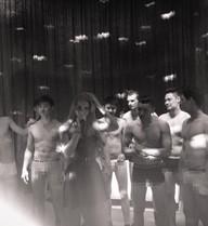 Hot girl Andrea gây chú ý với bức ảnh ngày 8/3