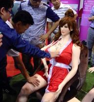 """Đàn ông Trung Quốc bị """"hớp hồn"""" tại triển lãm tình dục"""