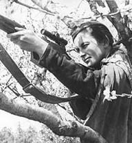 """Chuyện đời như phim của nữ xạ thủ mang biệt danh """"Thợ săn phát xít"""""""