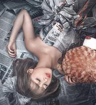 Mờ Naive gây bất ngờ với gương mặt V-line, diện váy giấy gợi cảm