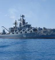 """Tàu Thổ """"ăn vạ"""" trên Biển Đen, Nga điều tuần dương hạm ra đuổi"""