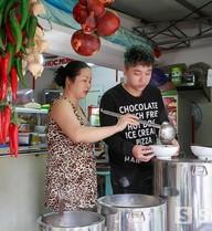 Yanbi lần đầu công khai cuộc sống buôn bán của gia đình