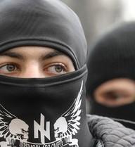 """Tây Ukraine hỗn loạn, Cực hữu gọi chính phủ Kiev là """"lũ phản bội"""""""
