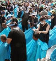 900 người Hàn Quốc cạo trọc để phản đối bố trí hệ thống tên lửa THAAD của Mỹ