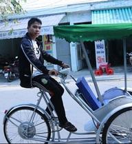 Bộ 3 sinh viên Đà Nẵng ăn mì tôm, dành tiền chế tạo xích lô chạy bằng năng lượng mặt trời