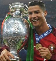 Tương lai Ronaldo: Vĩ đại hơn hay... dừng lại?