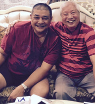 Fan sốc với ngoại hình già nua ngồi cạnh bố vợ của tài tử Lê Tuấn Anh