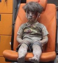 Thêm một em bé Syria khiến cả thế giới chết lặng