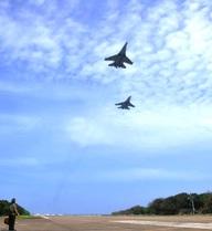 Đường băng Trường Sa và sự xuất hiện kịp thời của tiêm kích Su-30MK2!