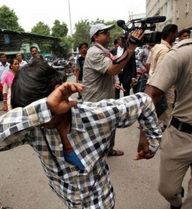 Hãm hiếp tập thể nữ du khách nước ngoài, ba thiếu niên nhận hình phạt thích đáng