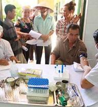 Sau đối thoại với Chủ tịch Nguyễn Đức Chung, dân khu rác thải Nam Sơn được khám bệnh miễn phí