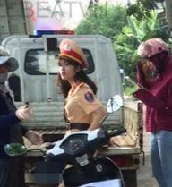 Nữ cảnh sát giao thông gây sốt vì quá xinh đẹp