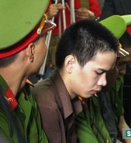 """Xử phúc thẩm vụ thảm sát Bình Phước: Tiến xin giảm án vì """"siết cổ không mạnh tay"""""""