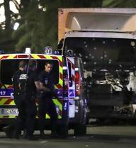 Tìm thấy lựu đạn và súng giả trong xe tải thủ phạm vụ khủng bố ở Pháp