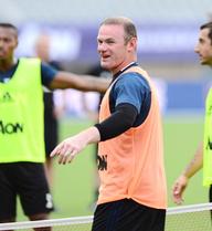 Không chỉ ở Man United, tại tuyển Anh, Rooney cũng phải nhờ Mourinho
