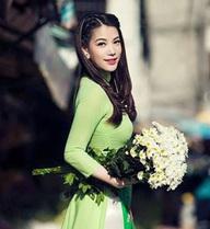 """Vẻ ngây thơ của những """"nữ hoàng cảnh nóng"""" Việt"""