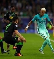 Vắng Messi, Barcelona chới với ngược dòng