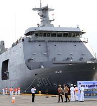 """Tàu lớn nhất của Philippines gặp """"tai bay vạ gió"""" vì tàu chở dầu"""