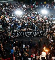Biểu tình trên khắp nước Mỹ phản đối cảnh sát bắn người da đen