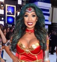 Sao phim cấp 3 đóng vai Wonder Woman trên thảm đỏ VMA 2016