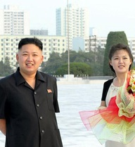 Nguyên nhân thật sự sau việc bỏ ảnh gia đình nhà lãnh đạo Triều Tiên khỏi sách giáo khoa