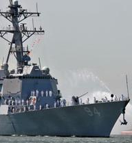 4 tàu hải quân của Iran áp sát tàu khu trục Mỹ USS Nitze