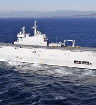 Choáng ngợp trước sức mạnh siêu hạm Pháp đang có mặt tại Cảng Cam Ranh