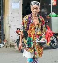 """Cụ ông 92 tuổi bán vé số """"chất"""" nhất Châu Đốc"""
