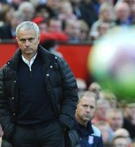 """Mượn khéo fan Liverpool, Mourinho """"nắn gân"""" trọng tài trước derby nước Anh"""