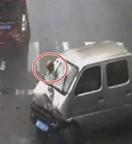 Tài xế mắc kẹt đầu vào kính chắn gió lúc gặp tai nạn: Lỗi sơ đẳng tránh được nhưng cứ quên