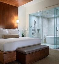 Phòng tắm khách sạn có thể… nhìn xuyên thấu: Băn khoăn của nhiều người chứ chẳng riêng ai