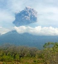 Gần 400 du khách mất tích vì núi lửa phun trào ở Indonesia