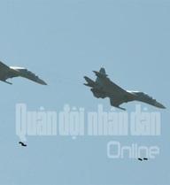 """""""Hổ mang chúa"""" Su-30 diễn tập bắn, ném tiêu diệt mục tiêu"""