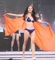 Màn bikini nóng bỏng không thể bỏ qua của Top 9 Hoa khôi Áo dài