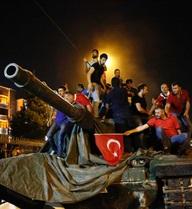 Đảo chính ở Thổ Nhĩ Kỳ: Chính phủ kiểm soát tình hình, 8 quân nhân chạy sang Hy Lạp có thể bị trục xuất