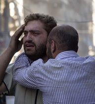 [Video gây sốc] Ông bố Aleppo phát điên bên thi thể con trai