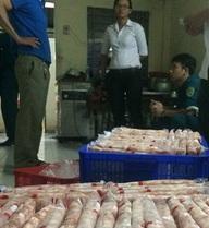 """Phó chủ tịch phường ký """"lụi"""" giấy chứng nhận vệ sinh thực phẩm"""