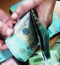 CSGT Thanh Hóa truy tìm chủ nhân bọc tiền trên quốc lộ 1A